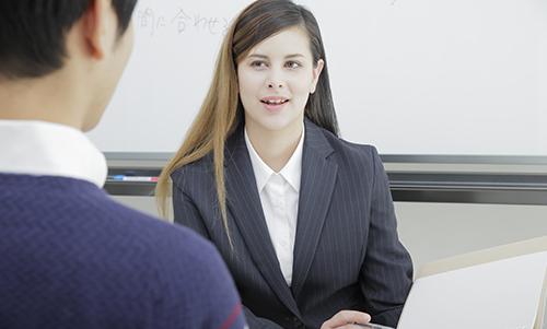 外国人と話せば英語は上達する?